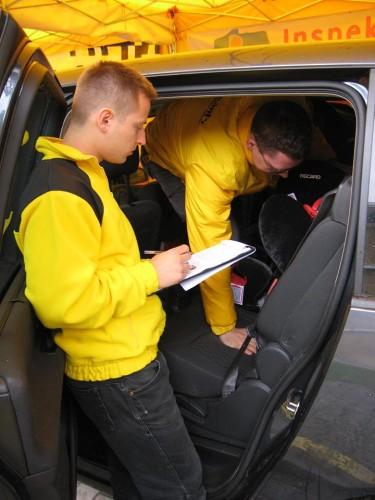Inspekcja to kompletne sprawdzenie bezpieczeństwa i montażu fotelika w samochodzie. Bez kompromisów.