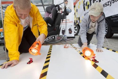 Kiedy rodzice wraz z inspektorami są zajęci, dzieciaki mogą się rozerwać w wyścigach... samochodów solarnych :)