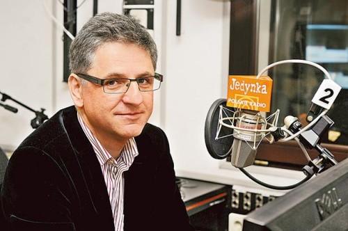 Roman Czejarek jest dziennikarzem Programu I Polskiego Radia, przez wiele lat prowadził Lato z Radiem, obecnie można go usłyszeć w audycji Cztery Pory Roku.