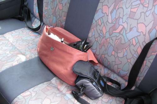 Tak pozostawione przedmioty podczas wypadku mogą być dużym zagrożeniem.