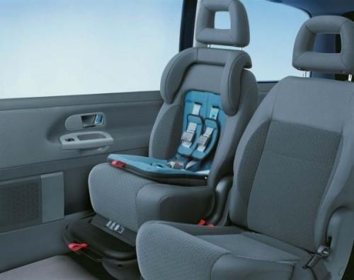 VW Sharan fotelik zintegrowany