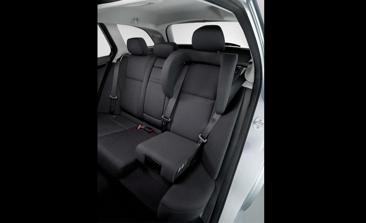Bmw integrated booster seats for Mercedes benz booster seat