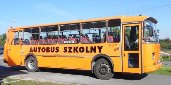Jedyne podobieństwo polskich autobusów szkolnych do amerykańskiego schoolbusa wyrażone jest za pomocą koloru...