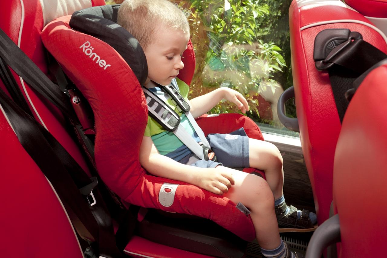 Dzięki 3-punktowym pasom bezpieczeństwa w autobusach PolskiBus możliwy jest montaż fotelików samochodowych dla dzieci.