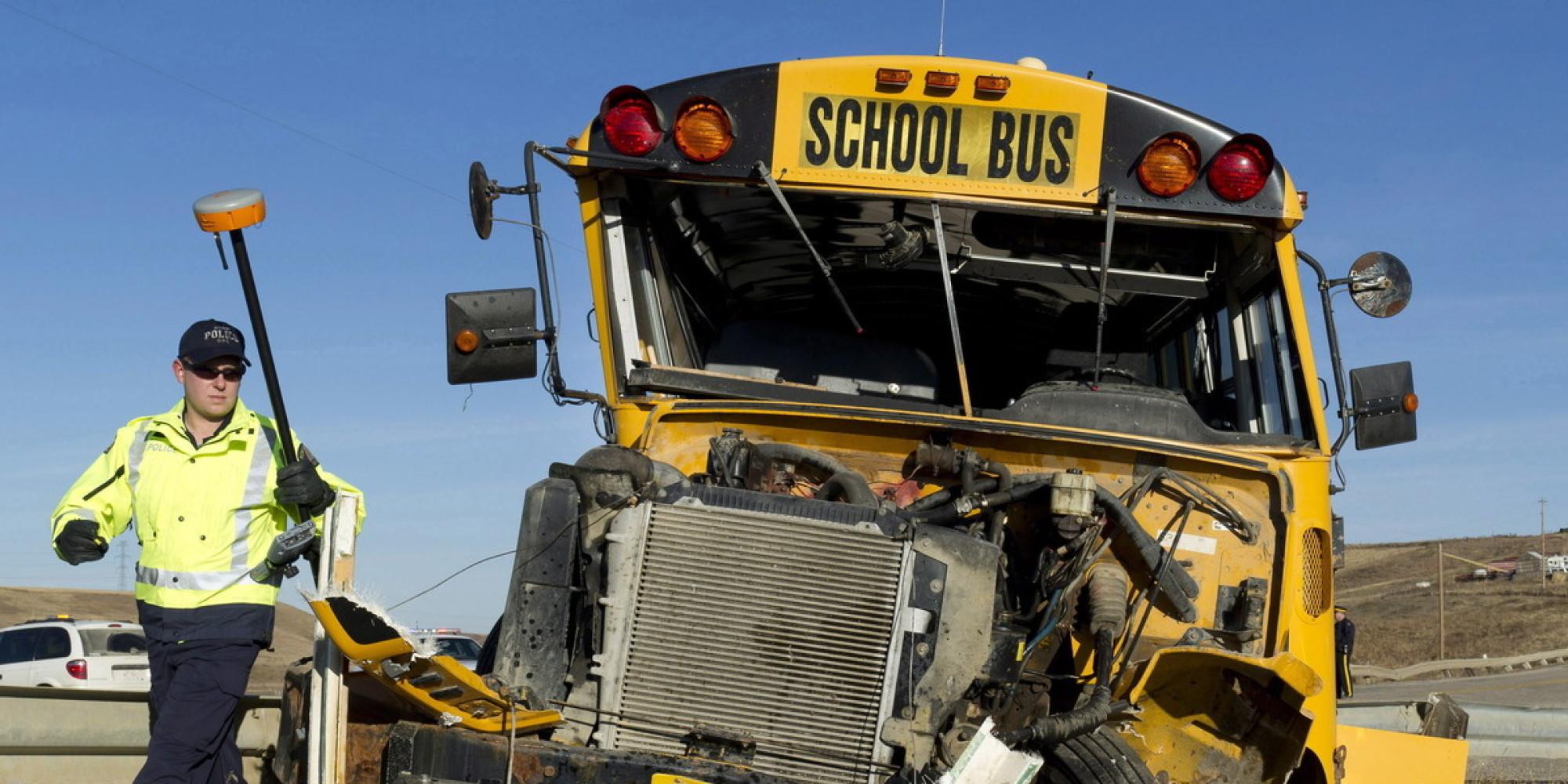 Klatka bezpieczeństwa - cała kabina w schoolbusie zbudowana jest tak, aby pozostać nienaruszoną nawet podczas rolowania.