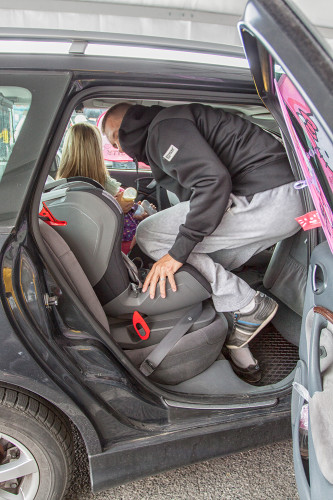 Montaż z kolanem podczas inspekcji.