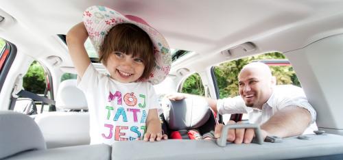 Jeżeli chcesz, żeby Twoje dzieci ze spokojem przebyły dłuższą trasę, zainwestuj w bajki-grajki.
