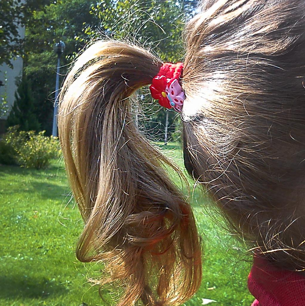 Ozdoby do włosów mogą być niebezpieczne dla dziecka.