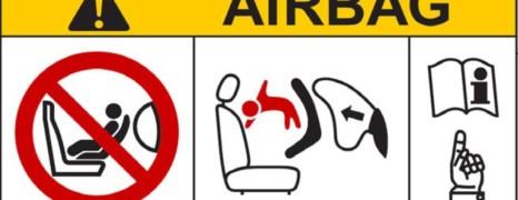 Zapytałem 4672 rodziców, dlaczego poduszka powietrzna może być niebezpieczna? Zobacz odpowiedzi