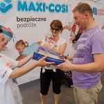 Anna Markowska przekazuje nagrodę stolik samochodowy Tuloko!