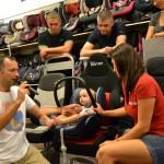 Jak mocno zapiąć dziecko w foteliku?