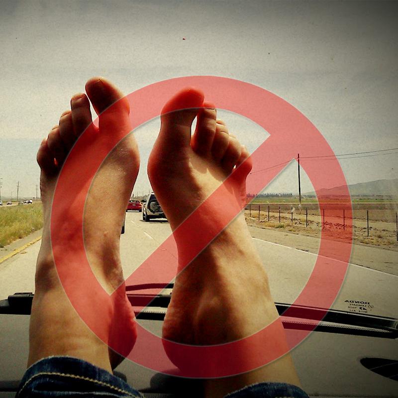 Kochanie nie trzymaj nóg na desce rozdzielczej