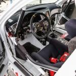 Wnętrze samochodu rajdowego Kajetana Kajetanowicza - Subaru Impreza - LOTOS Mistrzowie w pasach