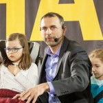 Paweł Kurpiewski w trakcie pokazu dla dziennikarzy.