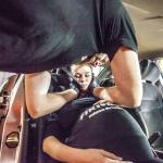 Inscenizacja wypadku drogowego z udziałem kobiety w ciąży.