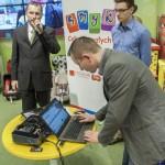 Grzegorz Izydorczyk dokonuje oficjalnego otwarcia Bloga Foteliki Pod Lupą.