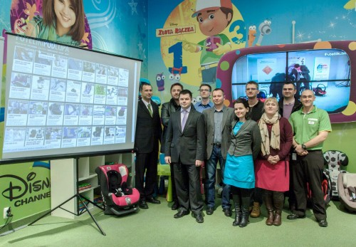 na zdjęciu ekipa fotelik info wraz z goścmi