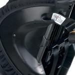 Stalowe wzmocnienia konstrukcji niezbędne w foteliku o zakresie używania do 54 kg z górnym pasem mocującym