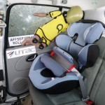 Testy fotelików z osłoną tułowia UTAC. Fotelik po teście dachowania.