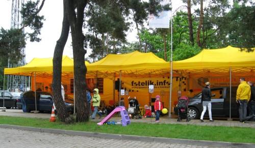 Do namiotów inspekcyjnych można wjechać własnym samochodem.