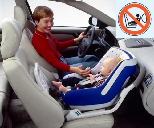 My odradzamy przewożenie dzieci w fotelikach na przednim  siedzeniu pasażera.
