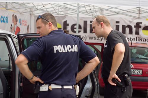 St. sierż. Piotr Włodarczyk podczas inspekcji.