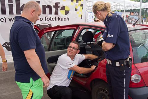 Funkcjonariusze Policji w Zabrzu zdobywali wiedzę i brali aktywny udział w inspekcjach fotelików