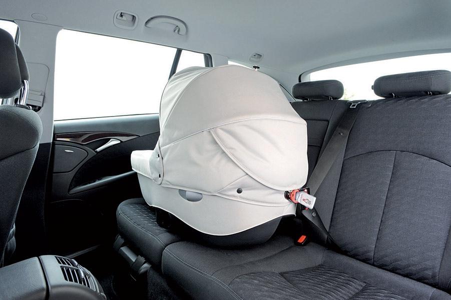 BebeConfort Windoo - montaż gondoli w samochodzie
