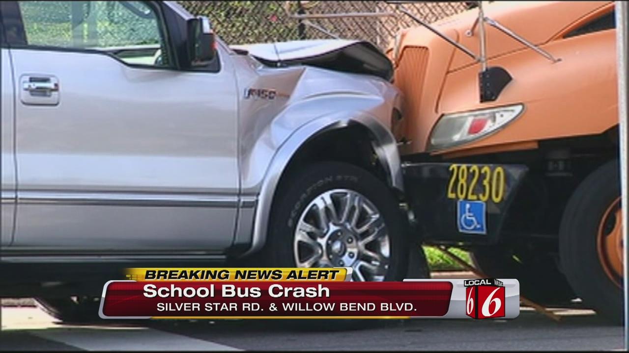 """Schoolbus z uwagi na potężną masę """"wygrywa"""" większość zderzeń drogowych z innymi pojazdami."""