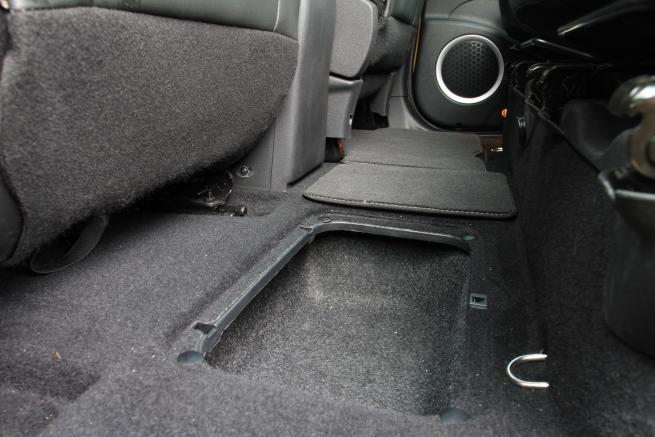 Schowek podłogowy w samochodzie Renault Scenic Xmod