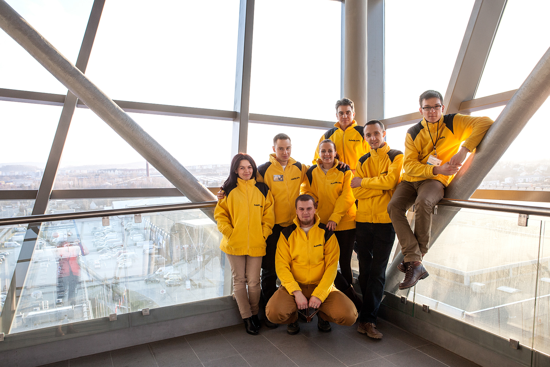 na zdjęciu ekipa fotelik.info na targach Czas Dziecka w Kielcach 2014