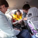 Inspekcja fotelika w samochodzie