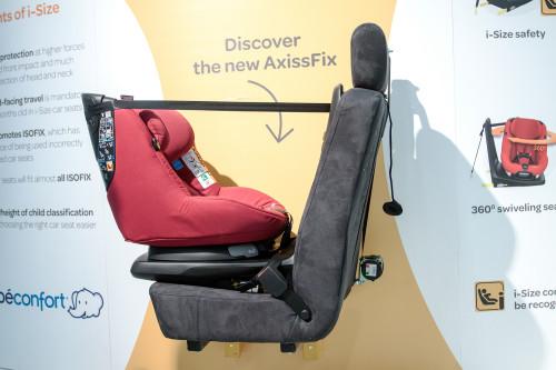 Maxi-Cosi AxissFix nadaje się do przewożenia dzieci zarówno tyłem jak i przodem do kierunku jazdy