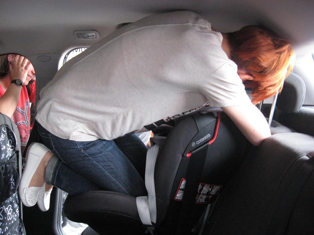 OIF2015 montaz fotelika samochodowego przy uzyciu kolana IMG_0216