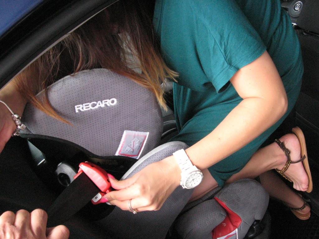 OIF2015 montaz fotelika samochodowego przy uzyciu kolana IMG_0367