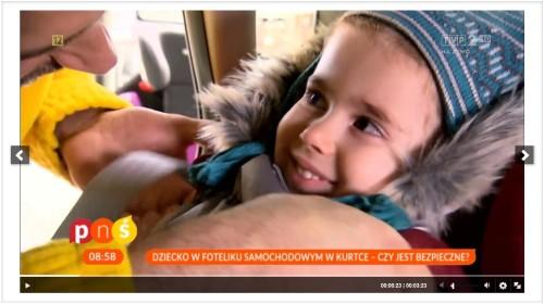 zimowa kurtka i dziecko w foteliku Clipboard02-1