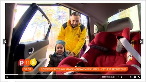 zimowa kurtka i dziecko w foteliku Clipboard06-1
